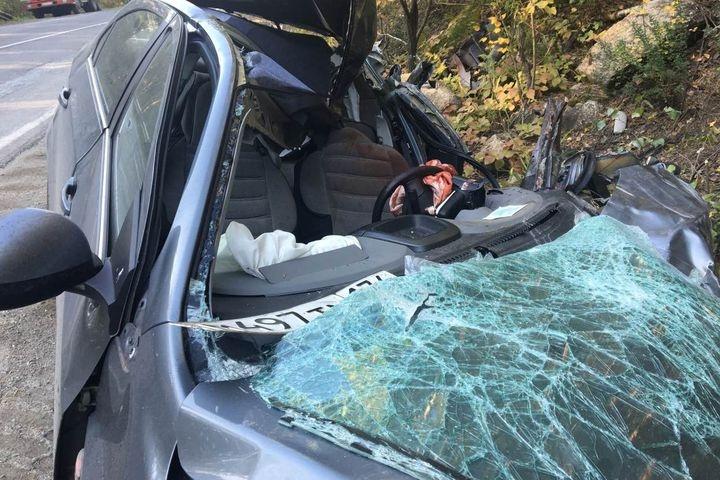 Шофёр иномарки серьёзно пострадал вДТП с грузовым автомобилем под Миассом