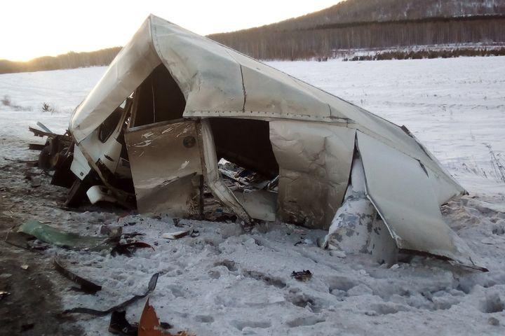 Под Миассом втройном ДТП умер шофёр грузового автомобиля