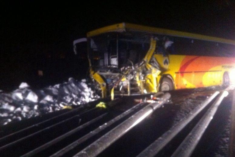 ВХМАО вахтовый автобус столкнулся с грузовым автомобилем струбами, есть погибшие