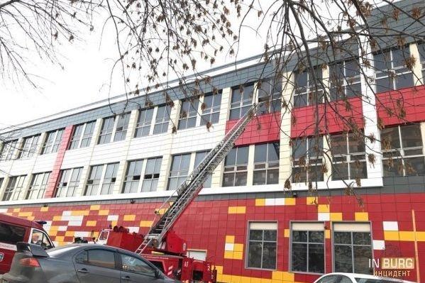 Склад магазина горел вЕкатеринбурге, пострадавших нет