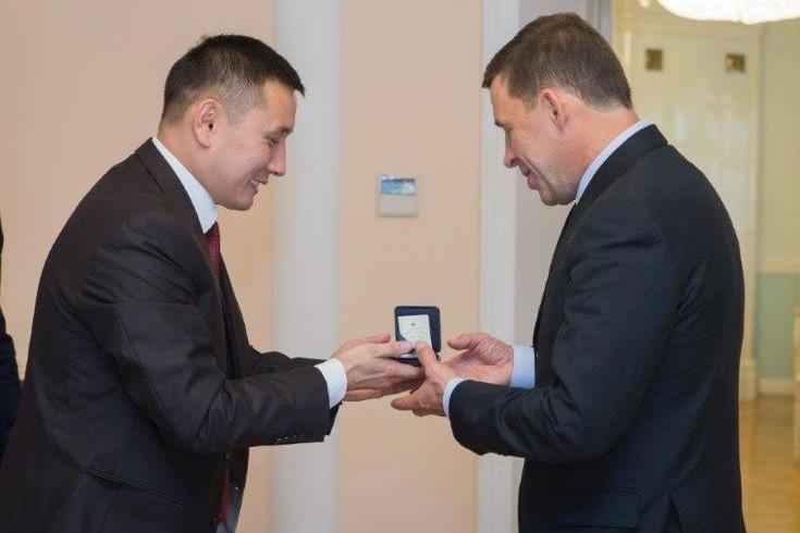 Руководитель Свердловской области обсудил сгенконсулом Киргизии перспективы сотрудничества