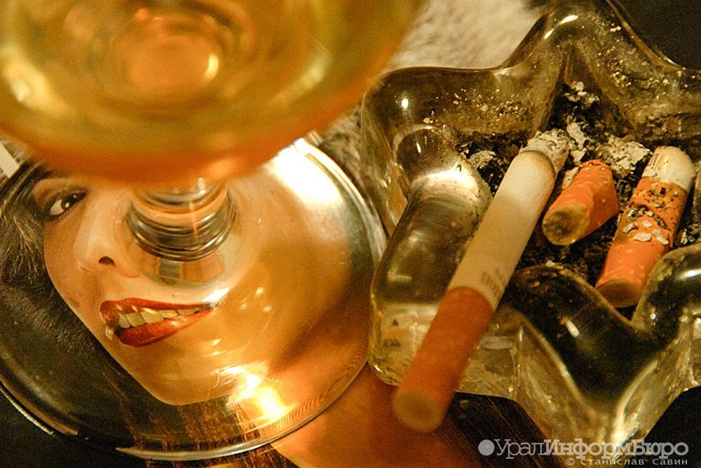 Противники вакцинации в России курят и пьют
