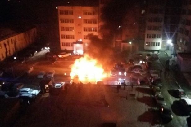 НаСортировке наохраняемой стоянке сгорело 5 машин