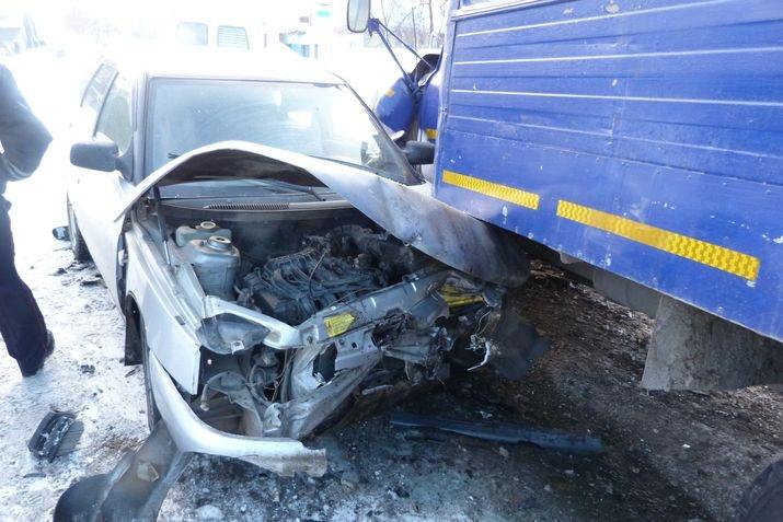 ВКрасноуфимске шофёр умер после столкновения с 2-мя автомобилями