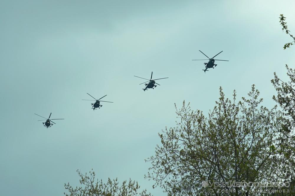Над Екатеринбургом взмыли военные самолеты