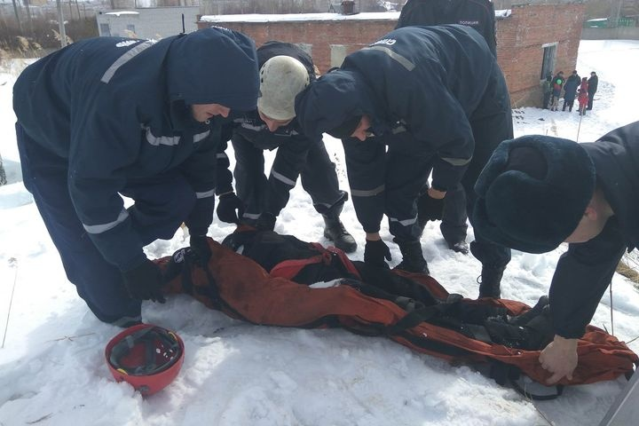 Под Тюменью ребенок упал надно пятиметрового бункера