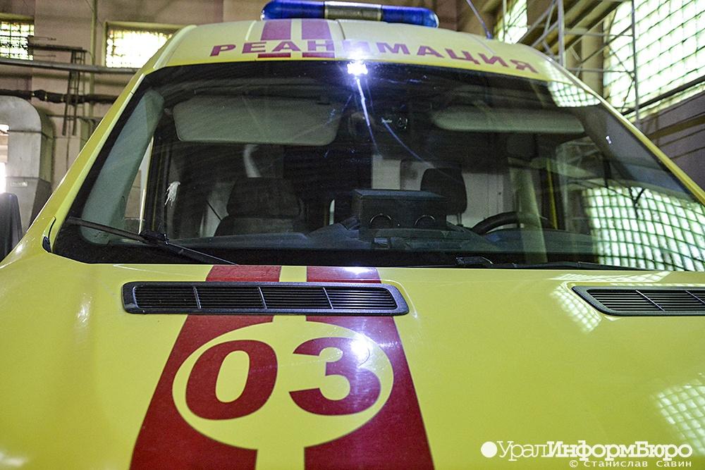 Сгорел за неделю: Екатеринбург потерял еще одного зараженного COVID медика скорой