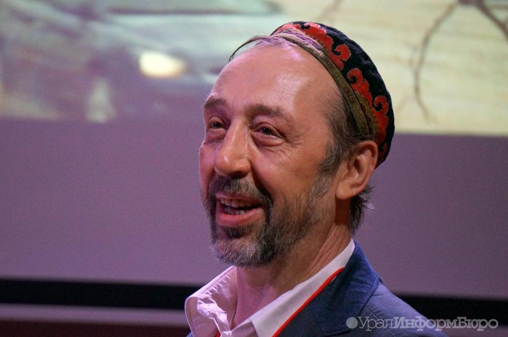 Евгений Куйвашев поздравил Николая Коляду с60-летием