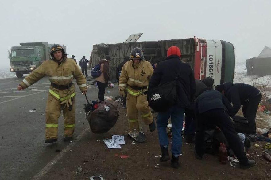 ВТюменской области изпопавшего в трагедию автобуса достали 13 раненых пассажиров
