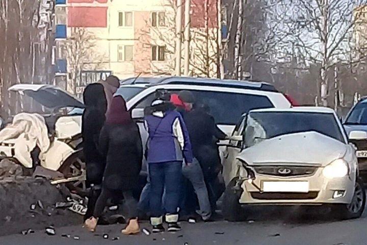 Размещено фото ДТП вНефтеюганске, вкотором умер пассажир Лада Priora