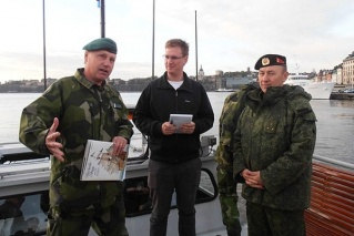 Владимир Еремеев (крайний справа) во время командировки в Швецию в сентябре 2011 года, mil.ru