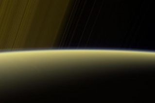 Фото: https:nasa.gov/image-feature/jpl/pia21621/haze-on-the-horizon